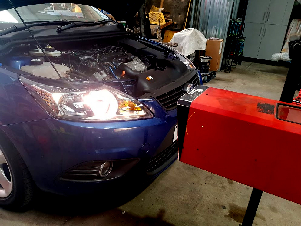 Ford Focus Headlight Check