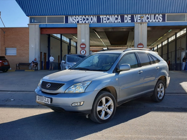 Lexus RX300 at ITV station