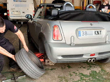 Mini Cooper S with tyre removed