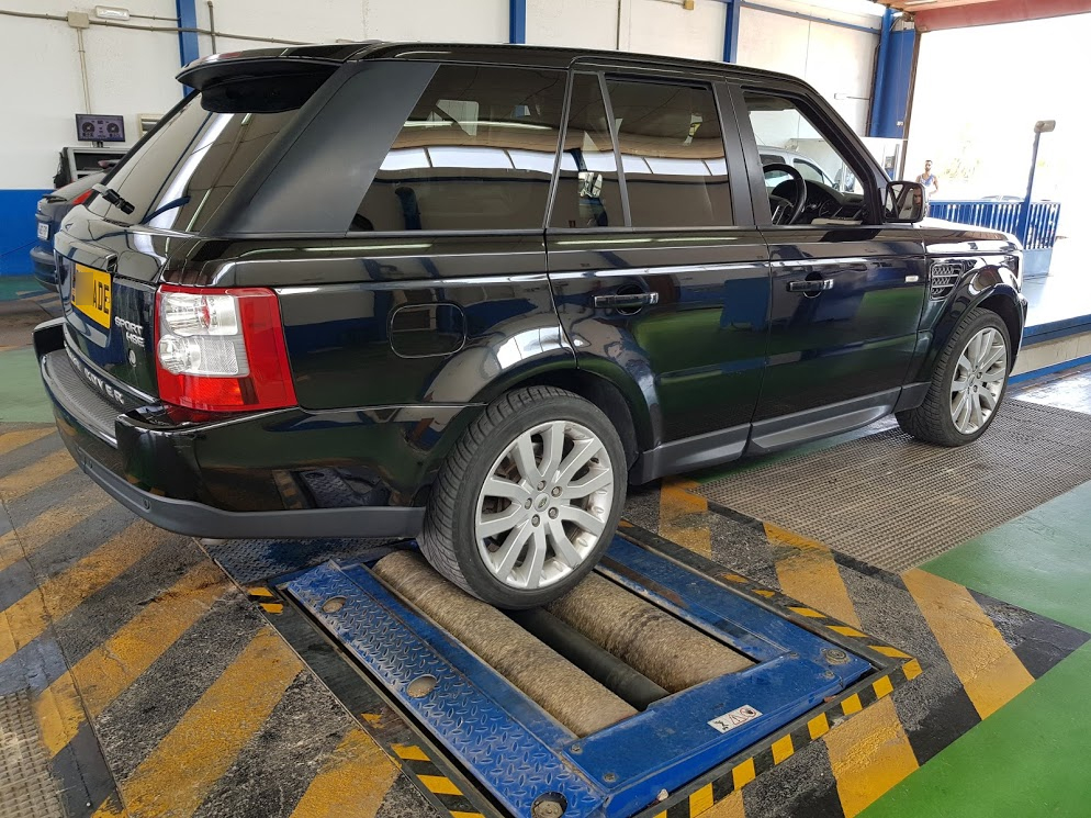 Range Rover Sport on rolling road
