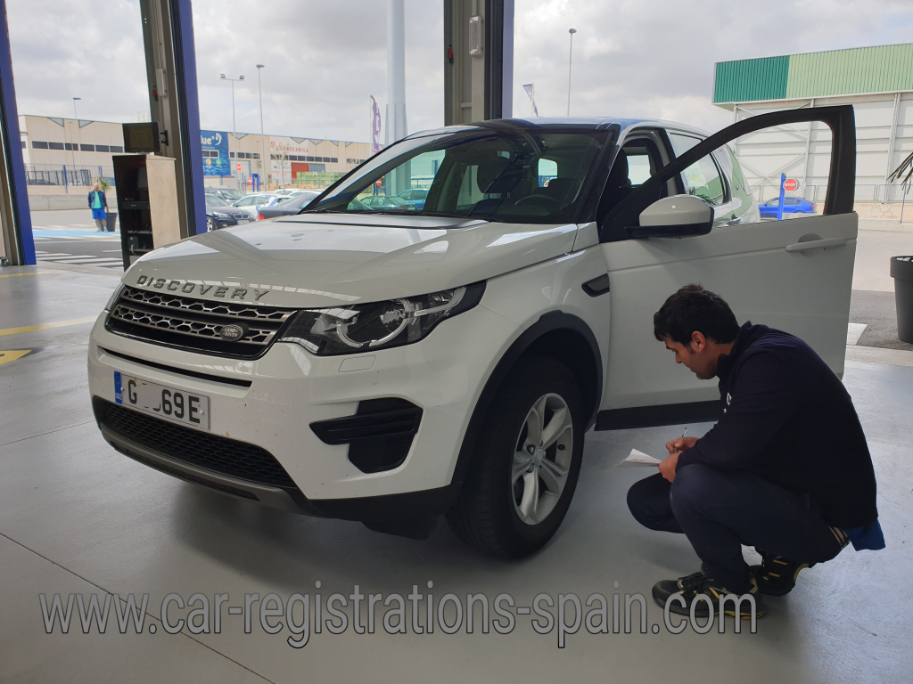 Landrover Discovery with ITV inspector