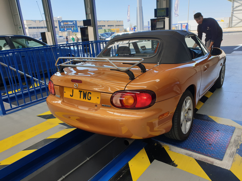 Mazda MX-5 with ITV inspector